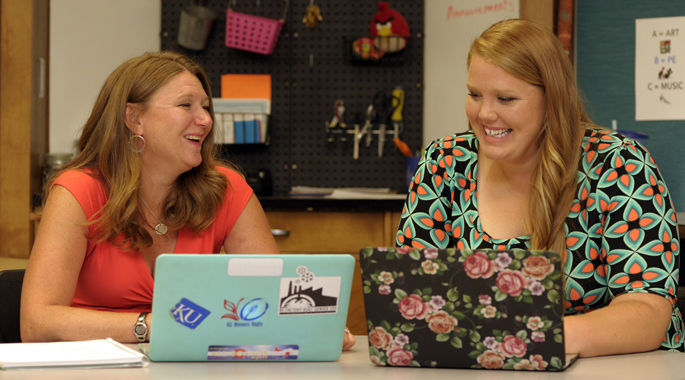 Diana Bailey (left), fifth grade teacher at Deerfield Elementary and Kyleigh Edwards (right), a special education teacher at Deerfield Elementary School in Lawrence Kansas, USA. Photo AFP Dave Kaup.
