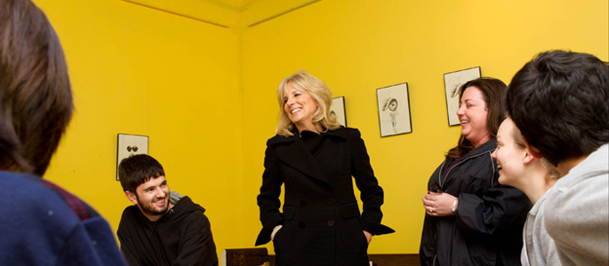 Dr. Jill Biden meets with students during her Community College to Career bus tour in 2012. Photo: Gary Fabiano / U.S. Department of Labor.